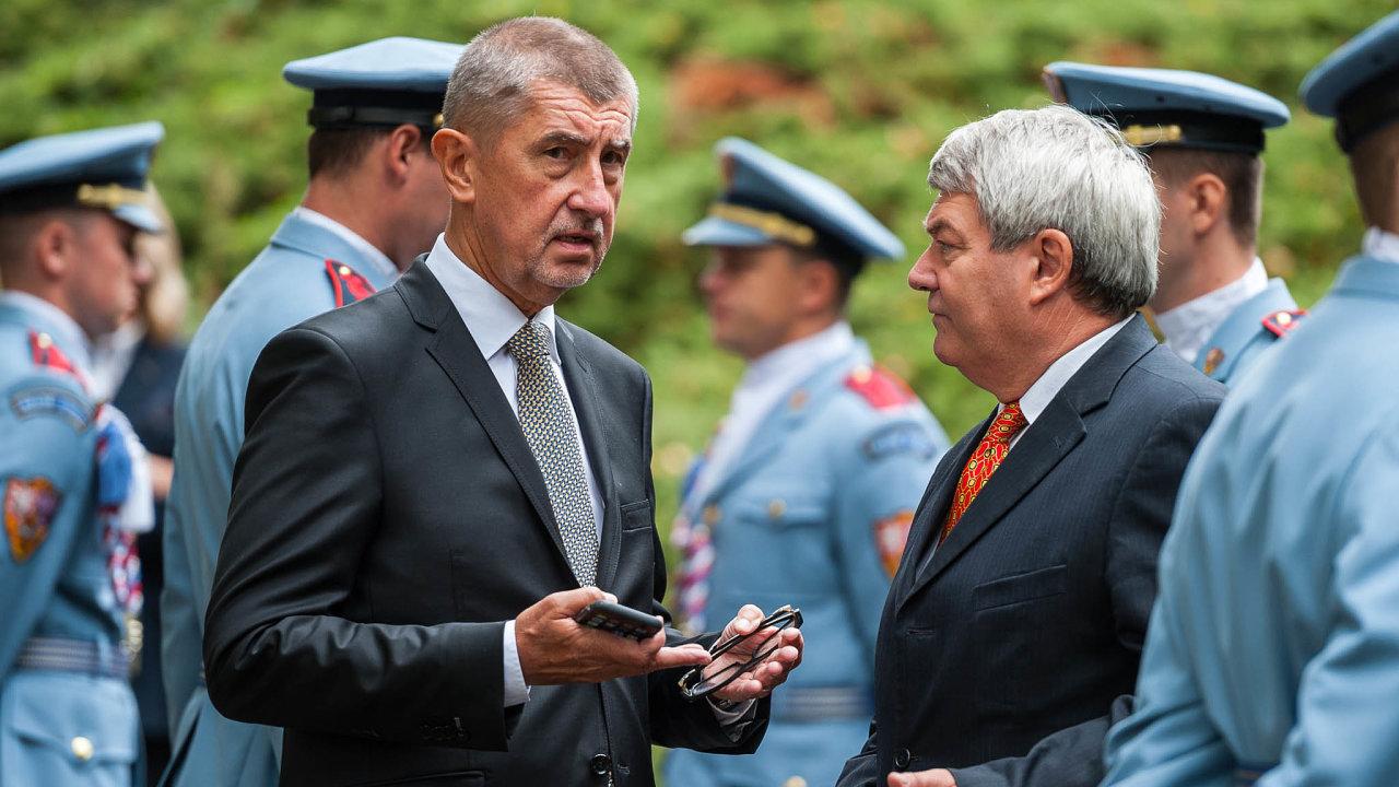 Hlasování sKSČM: Vláda Andreje Babiše závisí při schvalování zákonů vesněmovně často napodpoře komunistů, vedených Vojtěchem Filipem.