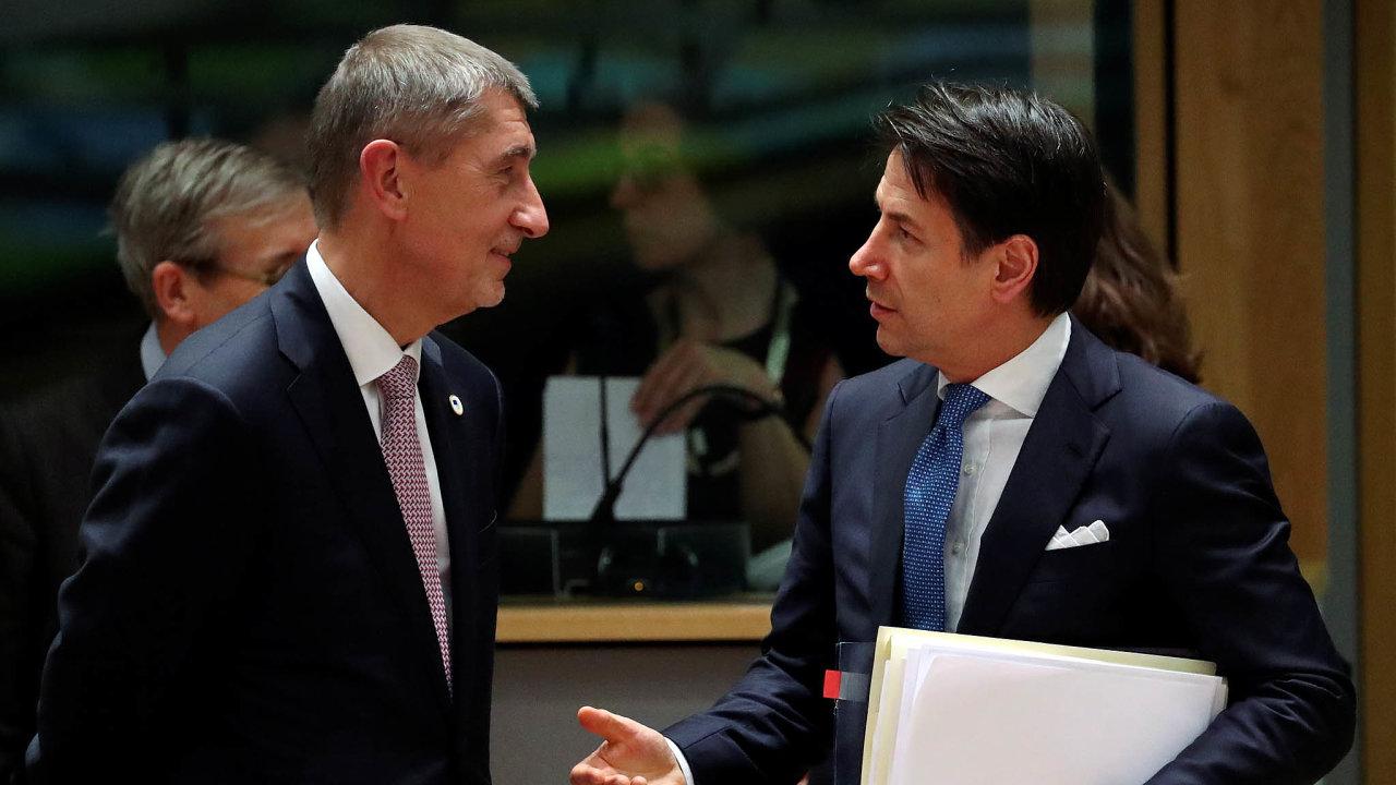 Český a italský premiér mají na koronavirovou pomoc evropským státům opačné názory. Andrej Babiš pro malé půjčky, Giuseppe Conte (vpravo) pro nevratné granty.