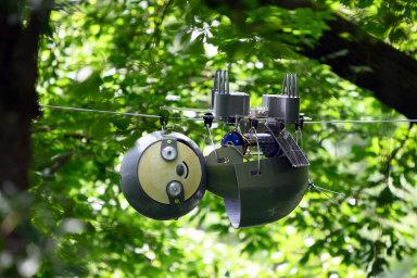 Vědci zamerické Georgie se přikonstrukci výzkumného robota SlothBot inspirovali lenochody ajejich pomalým pohybem vkorunách stromů.
