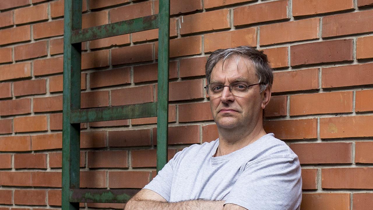 Nezávislí novináři čelí vMaďarsku ihrozbě násilí, říká šéfredaktor jednoho z mála vládou neřízených týdeníků.