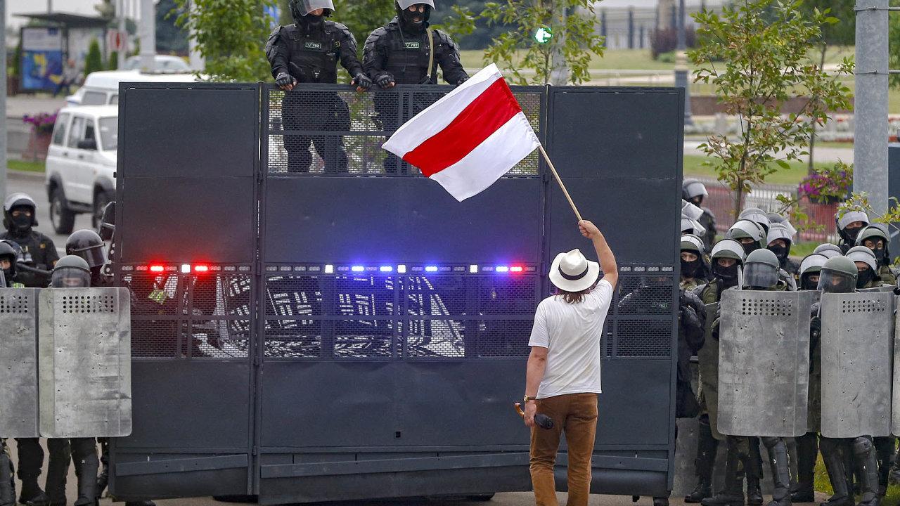 Srpnové nepokoje: Bělorusové začali protestovat poprezidentských volbách 9.srpna.
