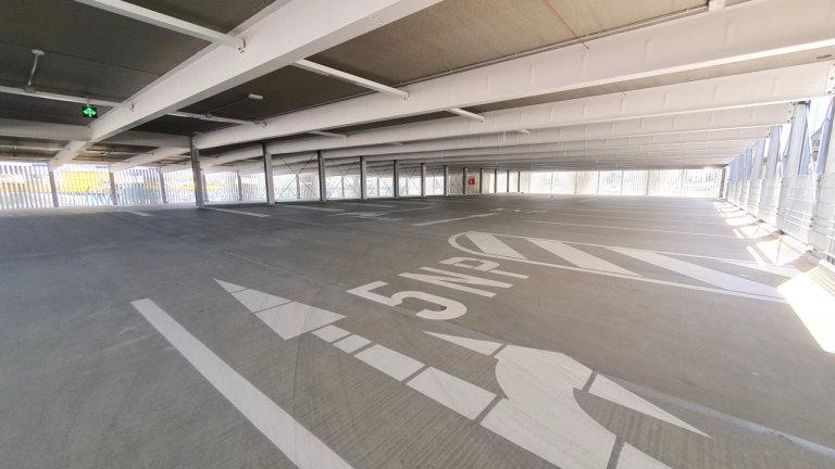 16m rozpon bez vnitřních sloupů zajišťuje pohodlné parkování