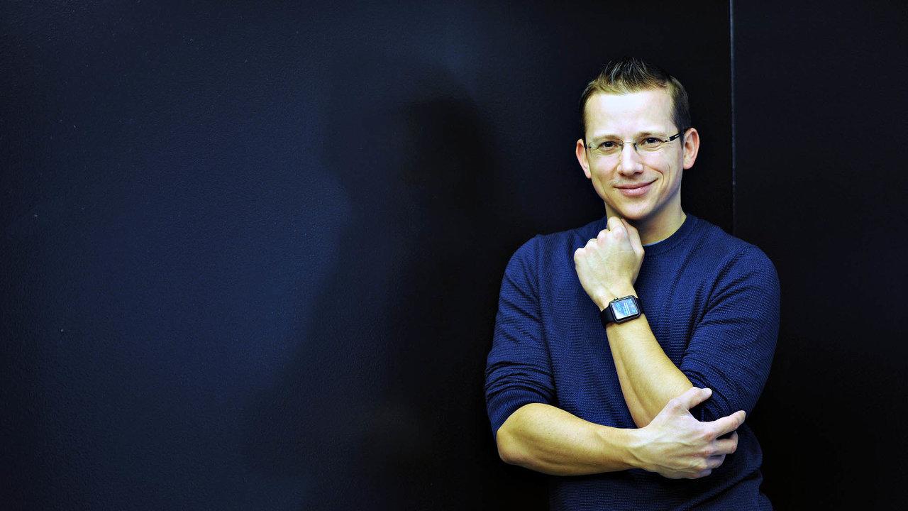 Jan Řežáb před 12 lety založil firmu Socialbakers, která se rozrostla vestamilionový podnik se zákazníky pocelém světě. Vroce 2017 se zvedení firmy stáhl, nyní svůj podíl prodal.