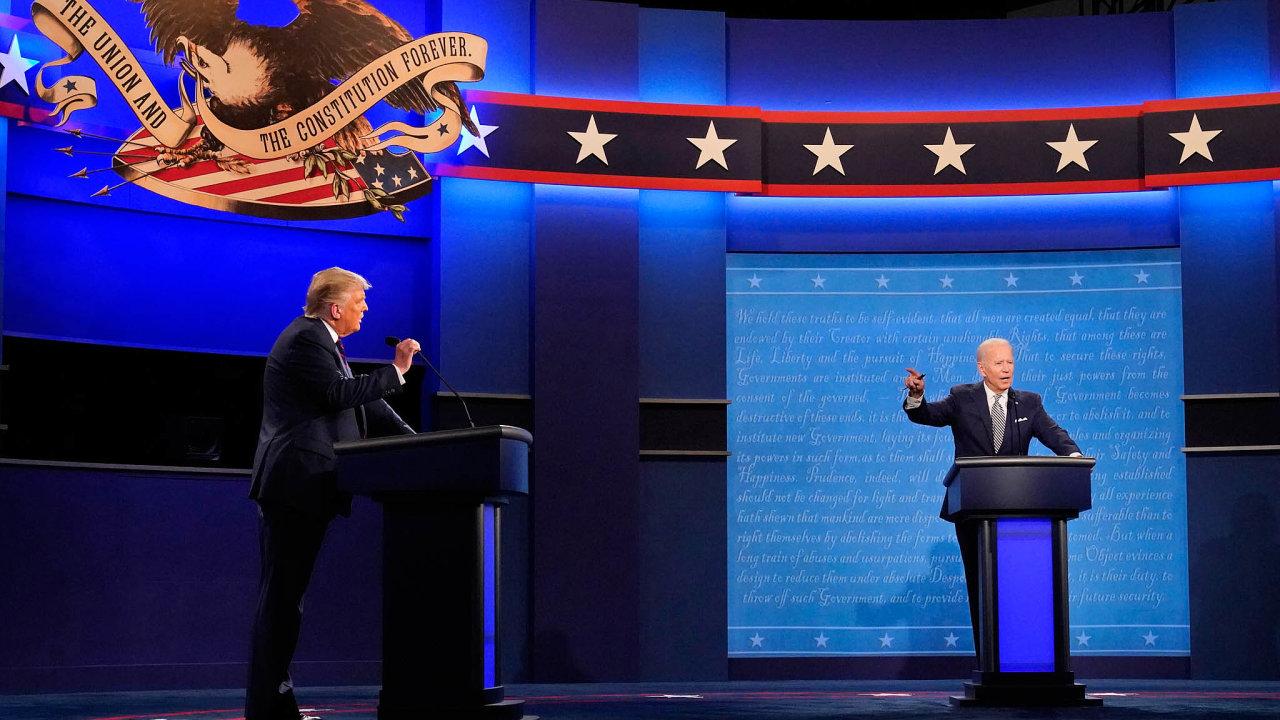 Prezidentští kandidáti Donald Trump a Joe Biden mají za sebou první předvolební debatu. Byla plná urážek a skákání si do řeči, zejména současný prezident se choval zcela neomaleně.