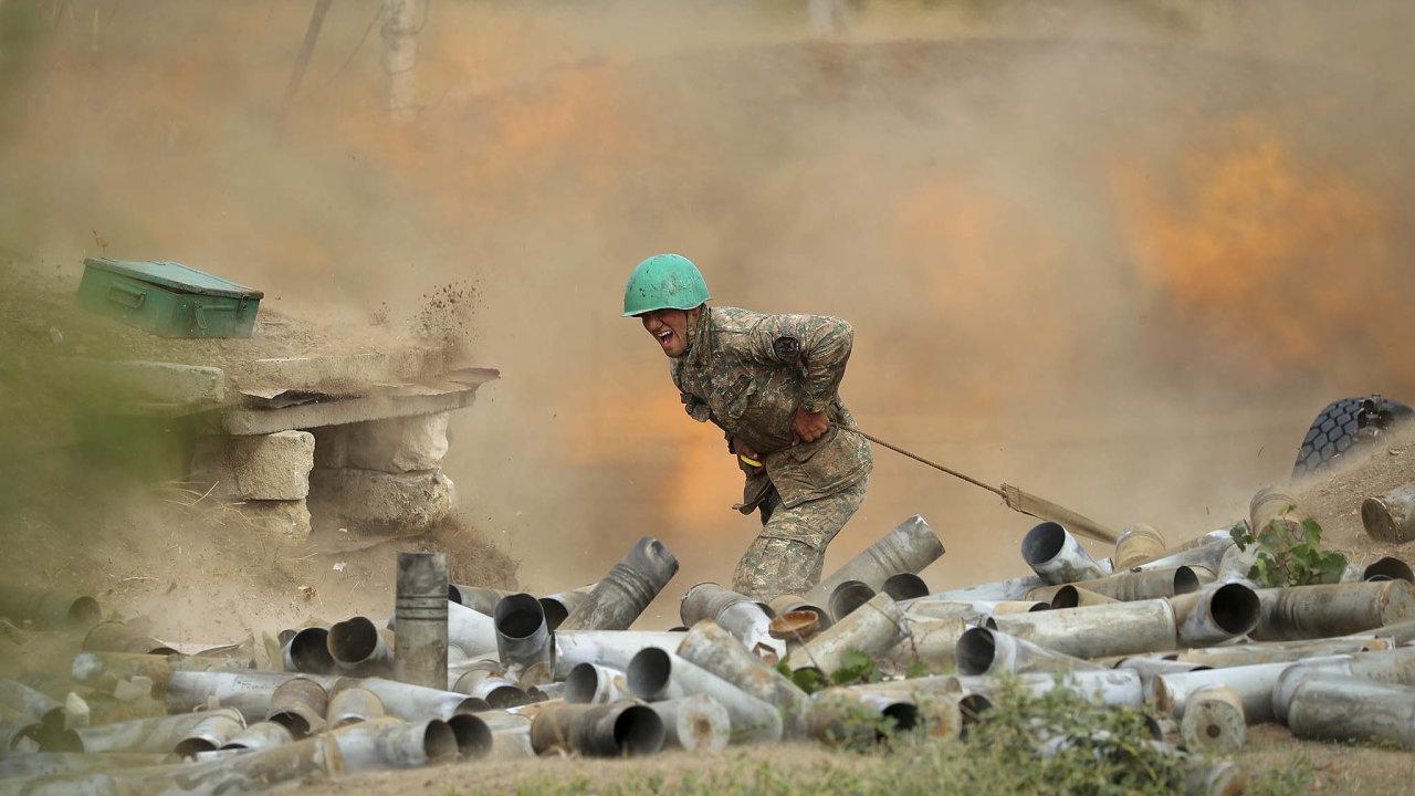 Pět dníuž trvají boje v Náhorním Karabachu. Ve válečném konfliktu mezi Arménií a Ázerbájdžánem už zahynuly stovky lidí.