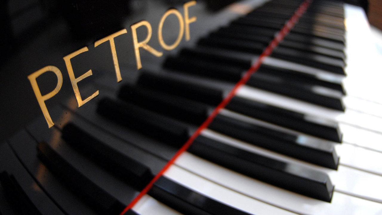 Tchajwanku inspirovalo Komárkovo gesto. Chce odPetrofu koupit piano adarovat ho českému Senátu.