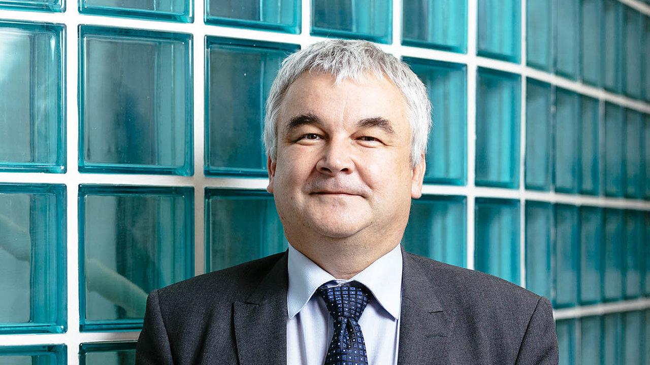 Erik Geuss zastává pozici ředitele vČeské inspekci životního prostředí odkonce roku 2014. Dříve působil vrůzných funkcích naministerstvu životního prostředí.