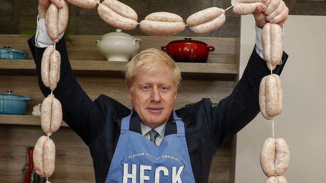 Boris Johnson při předvolební kampani v roce 2019. Nyní jeho vláda musí řešit, jak pomoci výrobcům masa překonat krizi spojenou s výpadky CO2.