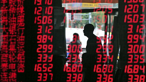 Burzy v Asii skončily ve čtvrtek dalším výrazným poklesem.