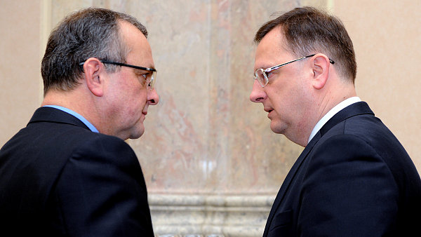 Ministr financ� Miroslav Kalousek a premi�r Petr Ne�as