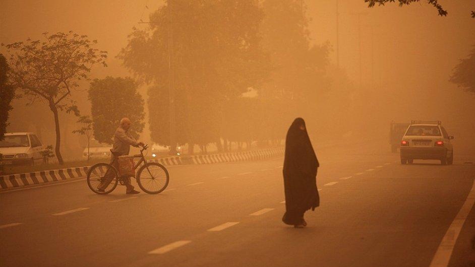 Písečná bouře v Íránu - ilustrační foto