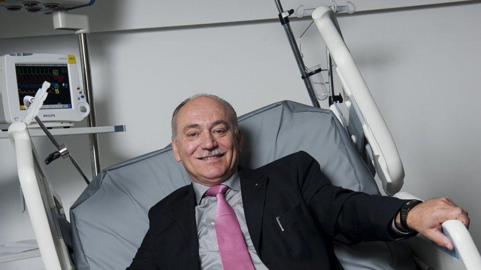 Majitel společnosti Linet Zbyněk Frolík získal pro svoji společnost kontrakt pro řetězec nemocnic v USA.