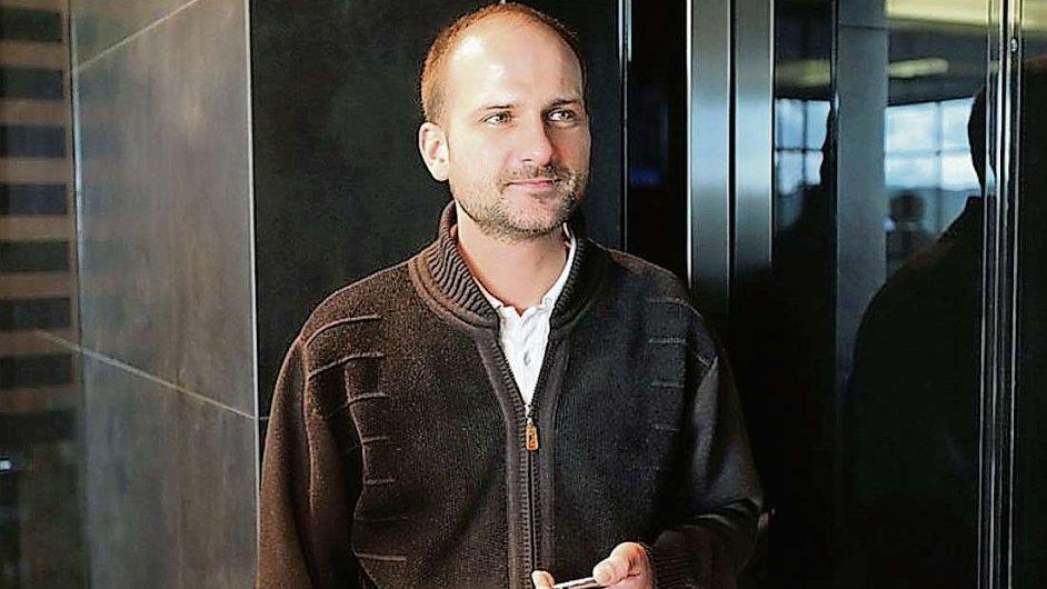 Babišův asistent Darek Kysela je členem Einsteinovy společnosti sdružující lidi s IQ vyšším než 150.