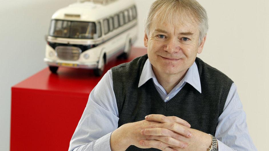 Autobusy v ČR musejí podle Jiřího Vaňka být levné, sloužit dlouho, vozit plno cestujících a zvládat velmi pomalou i rychlou jízdu.