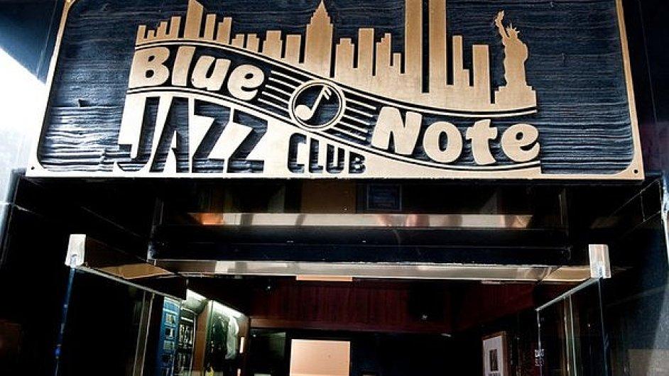 Snímek vchodu do newyorského klubu Blue Note