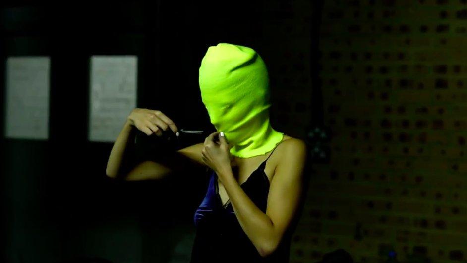 Video pochází z zářijového vystoupení Pussy Riot v zábavním parku umělce Banksyho.