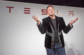 Nov� Tesly se budou ��dit samy. Z Los Angeles do New Yorku dojedete bez dotyku volantu, prohl�sil Musk