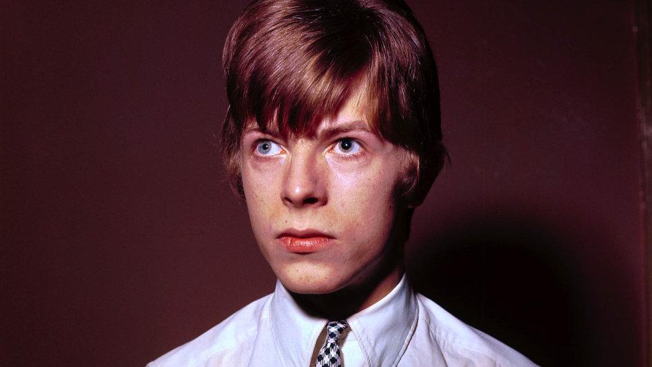 Anglický zpěvák David Bowie na archivním snímku z roku 1965.