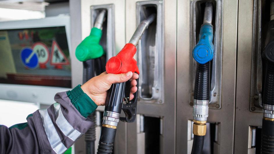 čerpací stanice, benzin, nafta, tankování, čerpací pistole