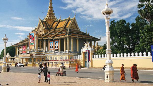Are�l kr�lovsk�ho pal�ce. Kambod�sk� kr�l je jedin�m monarchou na sv�t�, se kter�m se bez probl�m� domluv�te �esky.