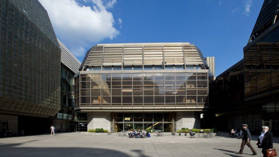 Národní divadlo získalo za 290 milionů v dražbě zpět budovu Themos, o kterou přišlo nedopatřením v restitucích, kdy ji získaly Voršilky. Ty ji později prodali společnosti Themos.