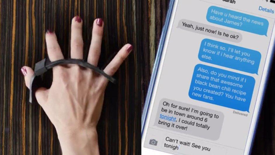 Pěnový návlek start-upu Tap umožňuje psát na chytrém telefonu či tabletu. Usnadnit život může i slepcům.