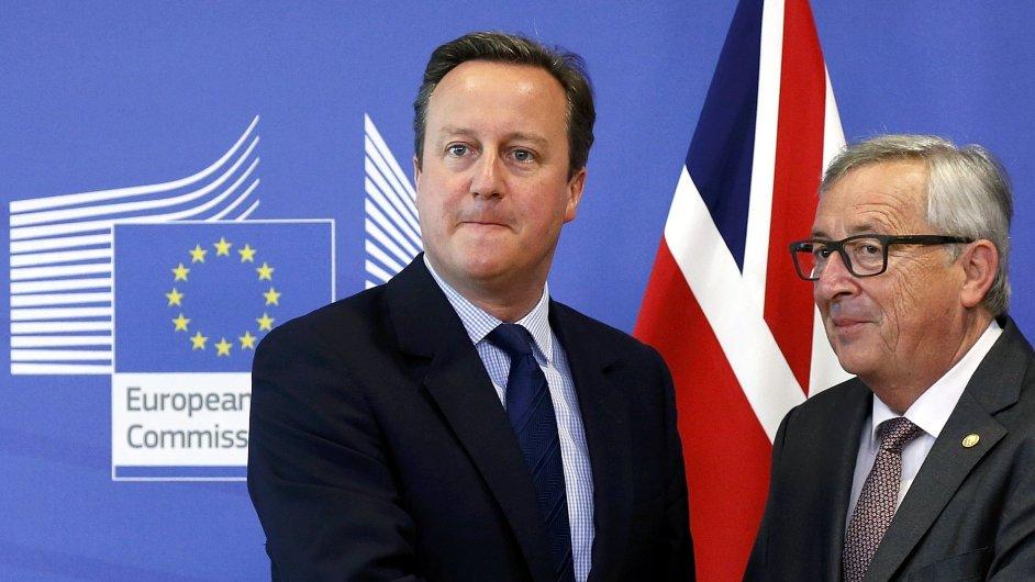 Britský premiér David Cameron a předseda Evropské komise Jean-Claude Juncker.