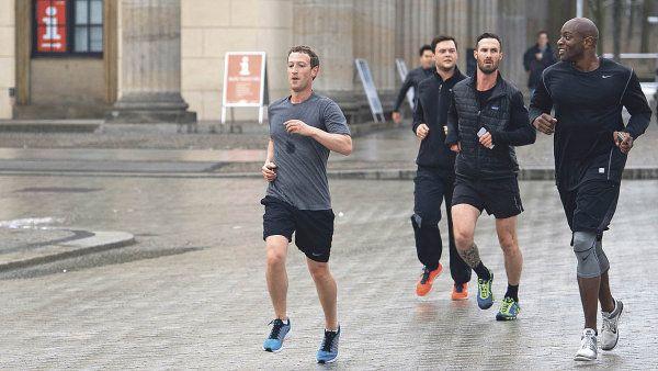 Jak vám běhá Facebook? Zakladatel Facebooku Mark Zuckerberg běhá s bodyguardy, proto je vždy první. Vy můžete běhat i bez nich.