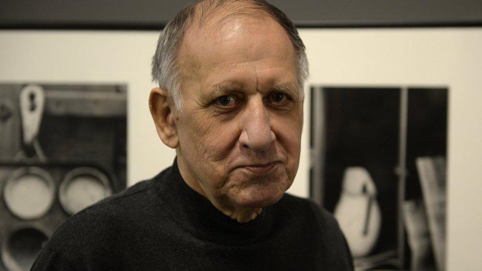 Karel Kuklík je na snímku z vernisáže své výstavy v Domě fotografie.