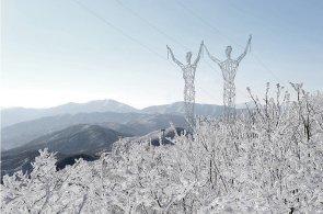 Elektřina a vítr v rukou velikánů: Místo stožárů a větrných mlýnů navrhli Islanďané obří postavy