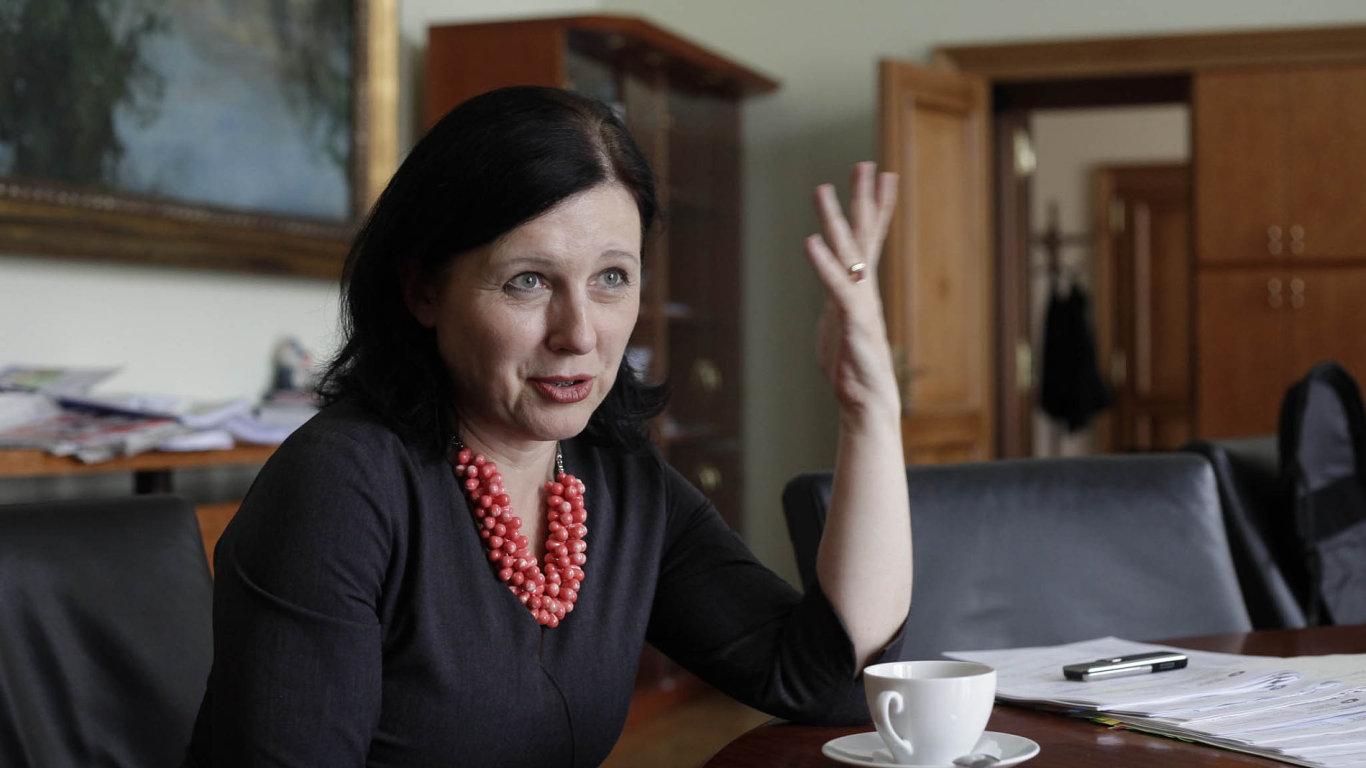 Věra Jourová, eurokomisařka pro spravedlnost, rovné příležitosti azáležitosti spotřebitele.
