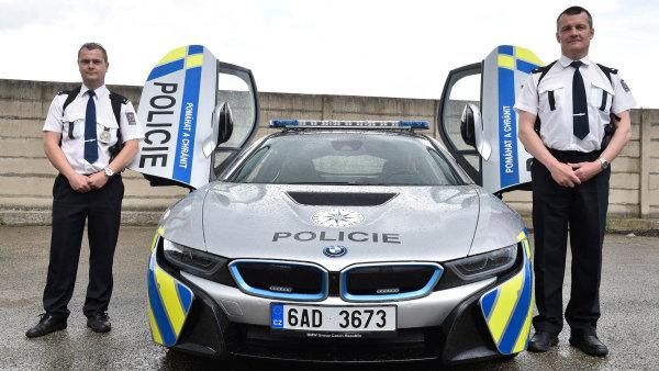 Supermoderní vůz, v němž havaroval i hradní protokolář Kruliš, policii propůjčila automobilka BMW.