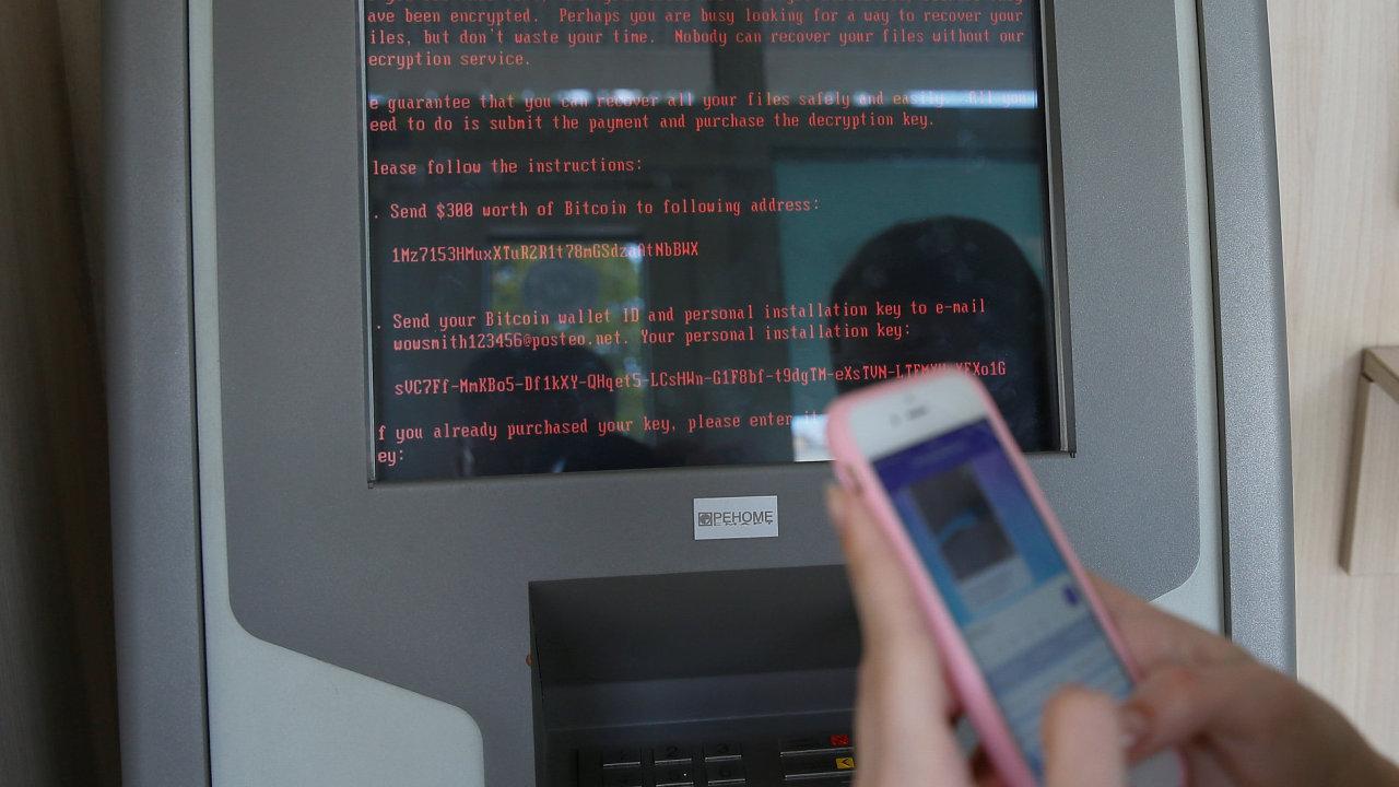 Kybernetický útok dopadl i na terminály ukrajinské banky Oschadbank.