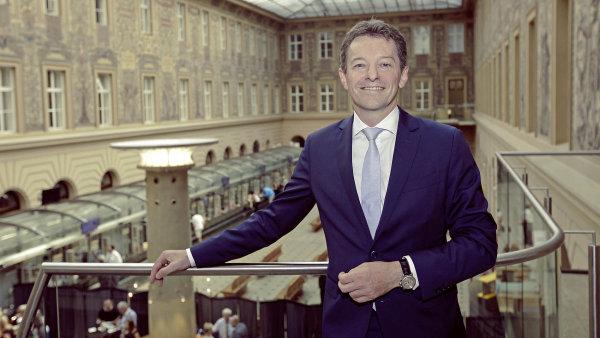 Belgičtí vlastníci ČSOB chtějí koupit další českou pojišťovnu. Žádná se ale neprodává, míní experti