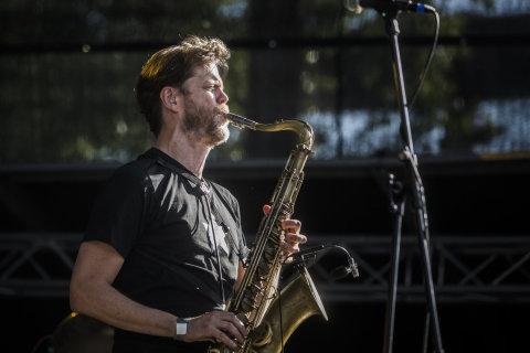 Snímek z pátečního vystoupení Donny McCaslin Group na Agrofert Fresh Stagi festivalu Colours of Ostrava.