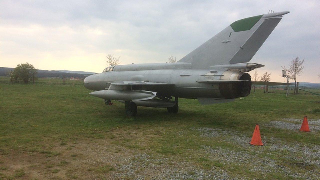 MiG-21 MF číslo 4313, který bude pohřben, byl vyroben roku 1971 a vyřazen ze služby v roce 1996.