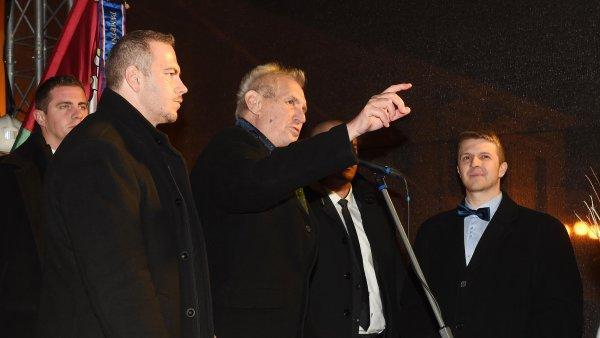 Prezident Miloš Zeman při akci na náměstí v Lipníku nad Bečvou, kde se sešel s občany 8. listopadu.