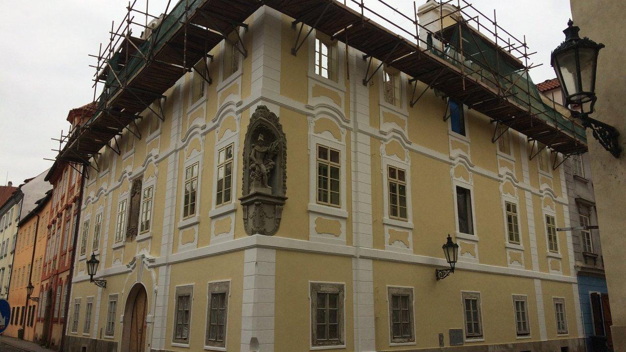 Historický dům na pražské Malé Straně nabídne prochází rekonstrukci, nabídne i luxusní minibyty.