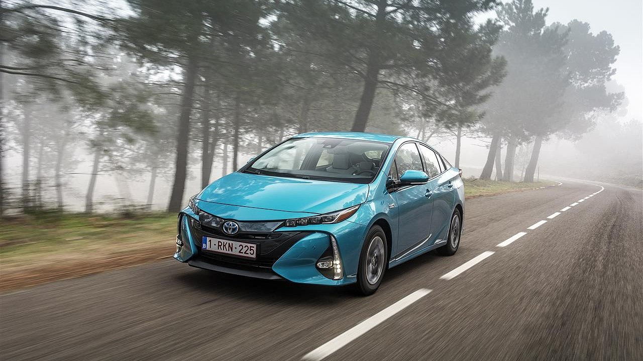 Toyota vloni prodala nejvíce elektrifikovaných aut ve své historii. Věří také vodíku.