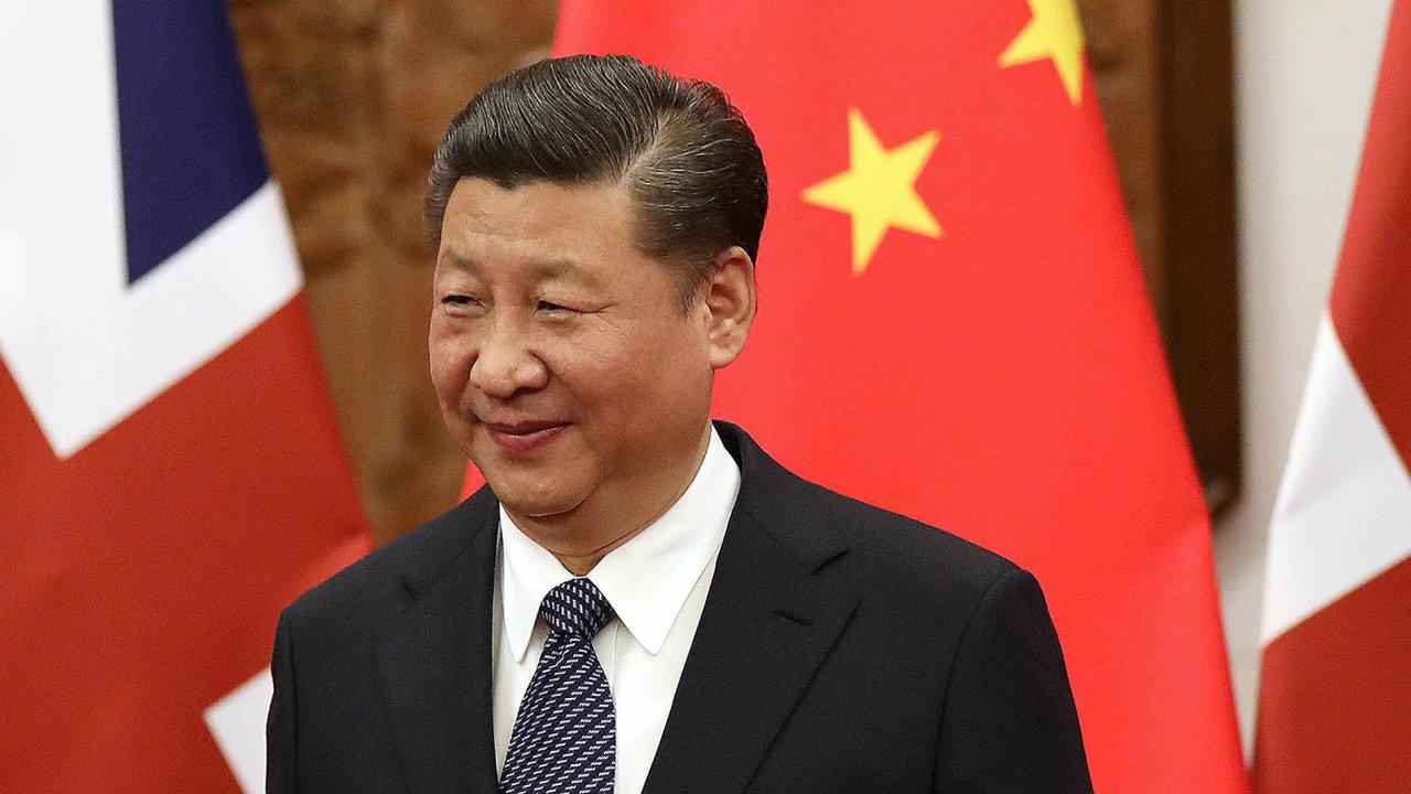 Čínský prezident Si Ťin-pching slíbil, že Čína sníží cla, která uvaluje nadovoz aut. Prý ktomu dojde,