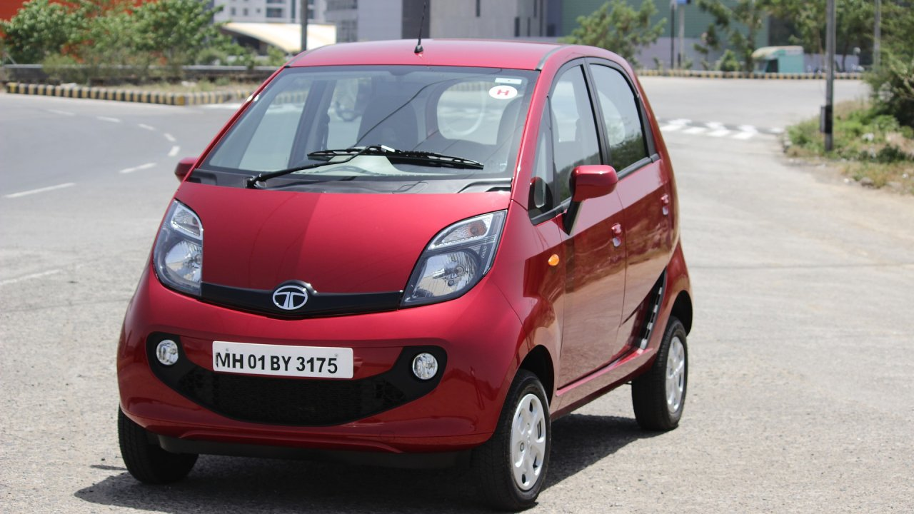 Od indického automobilu Tata Nano, který se donedávna prodával v přepočtu za 50 tisíc korun, se očekávala dopravní revoluce, nakonec se však kvůli nezájmu přestal úplně vyrábět.