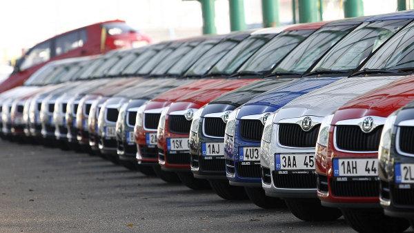 Podle odhadů LMC Automotive se prodeje aut v celé západní Evropě v průměru zvýšily o 27 procent.