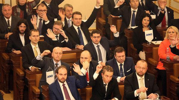 Do dolní komory by se podle srpnového průzkumu dostalo všech devět stran, které jsou v ní teď zastoupeny. - Ilustrační foto.
