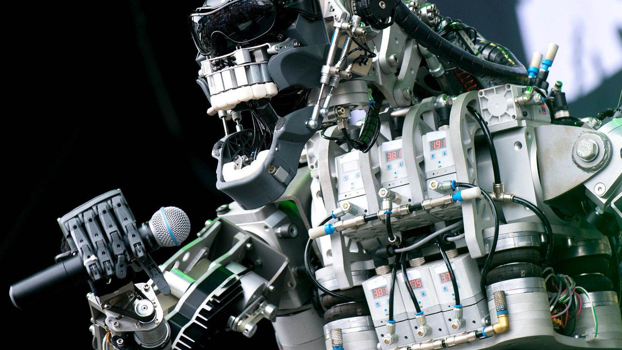 Vystoupení robotické skupiny Compressorhead na letošním, možná posledním ročníku veletrhu CeBIT.