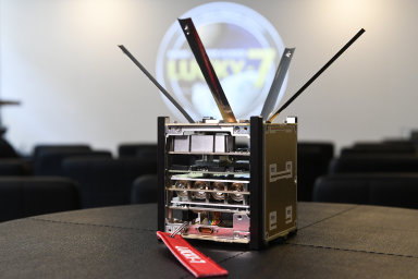 Nová česká družice Lucky-7 si na sebe vydělala sama. Do vesmíru vyrazí na raketě Sojuz