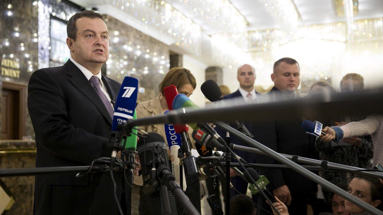 Předseda OBSE Ivica Dačić mluví k novinářům po jednání v Minsku.
