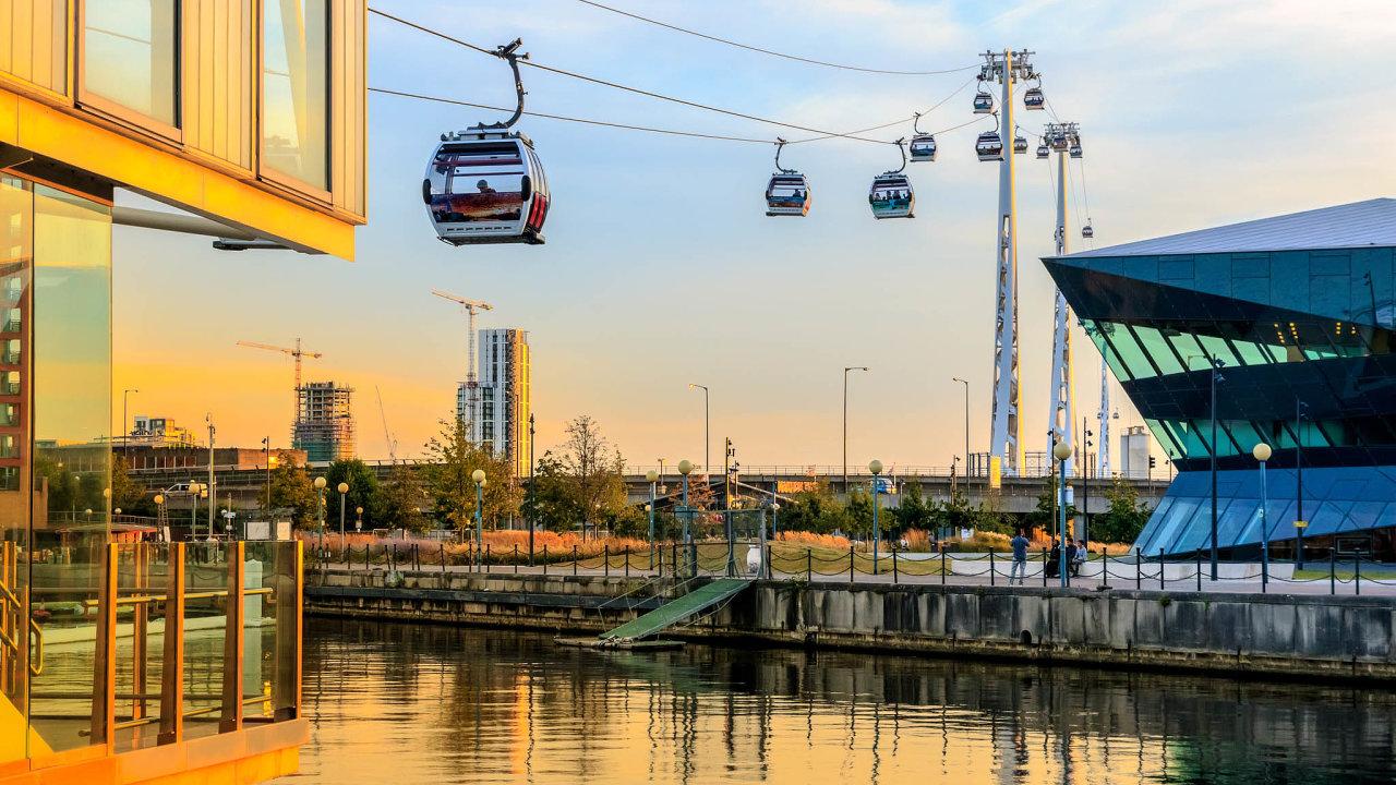 Předobraz řešení městské dopravy. Lanovka přes Temži postavená vroce 2012 byla snazším řešením než nová pěší lávka. Další evropská města patrně budou Londýn následovat.