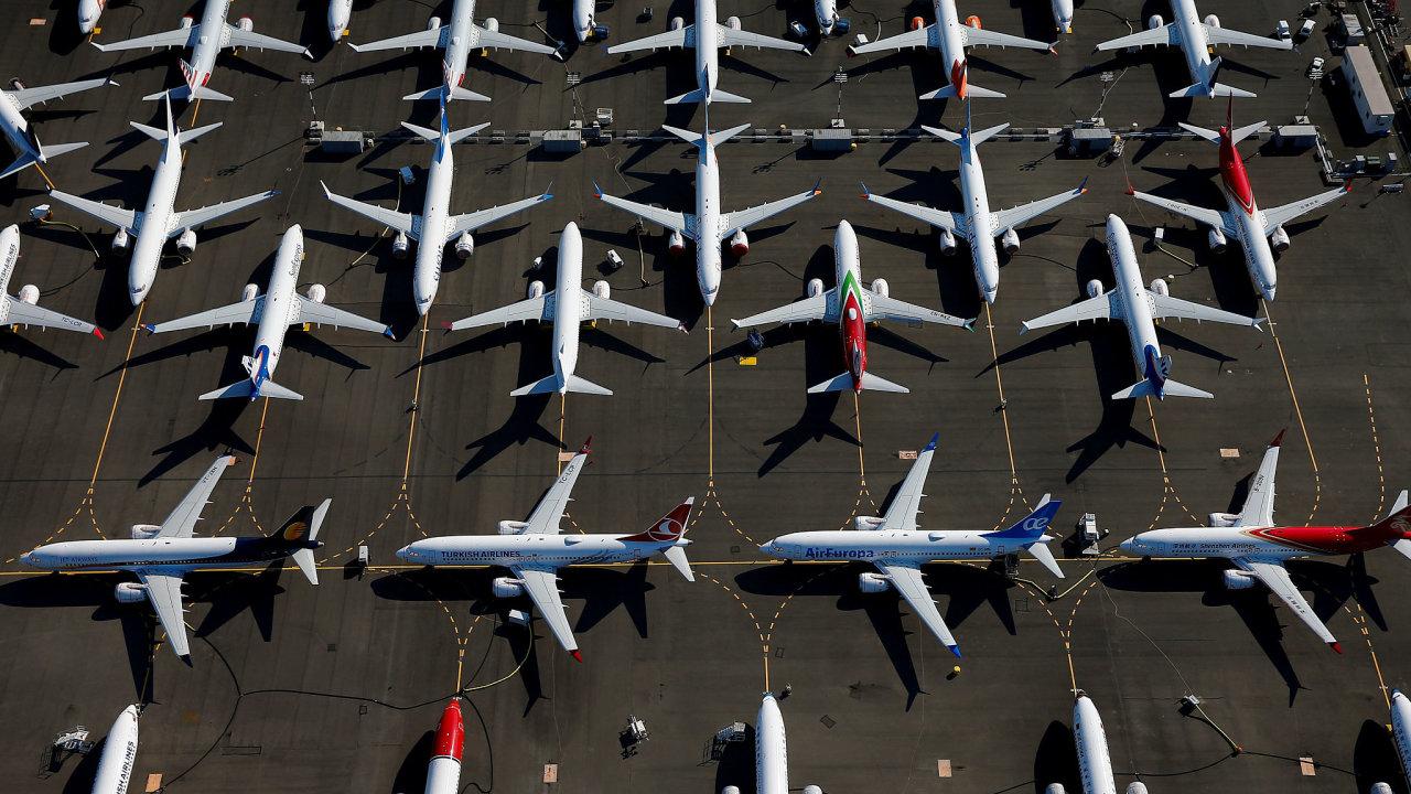 Boeing se potýká s dalším problémem. Federální úřad pro letectví nařídil kontrolu 165 často používaných letadel Boeing 737 NG kvůli možným prasklinám.