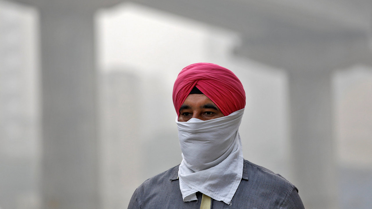 Smog zahalil indickou metropoli Dillí.