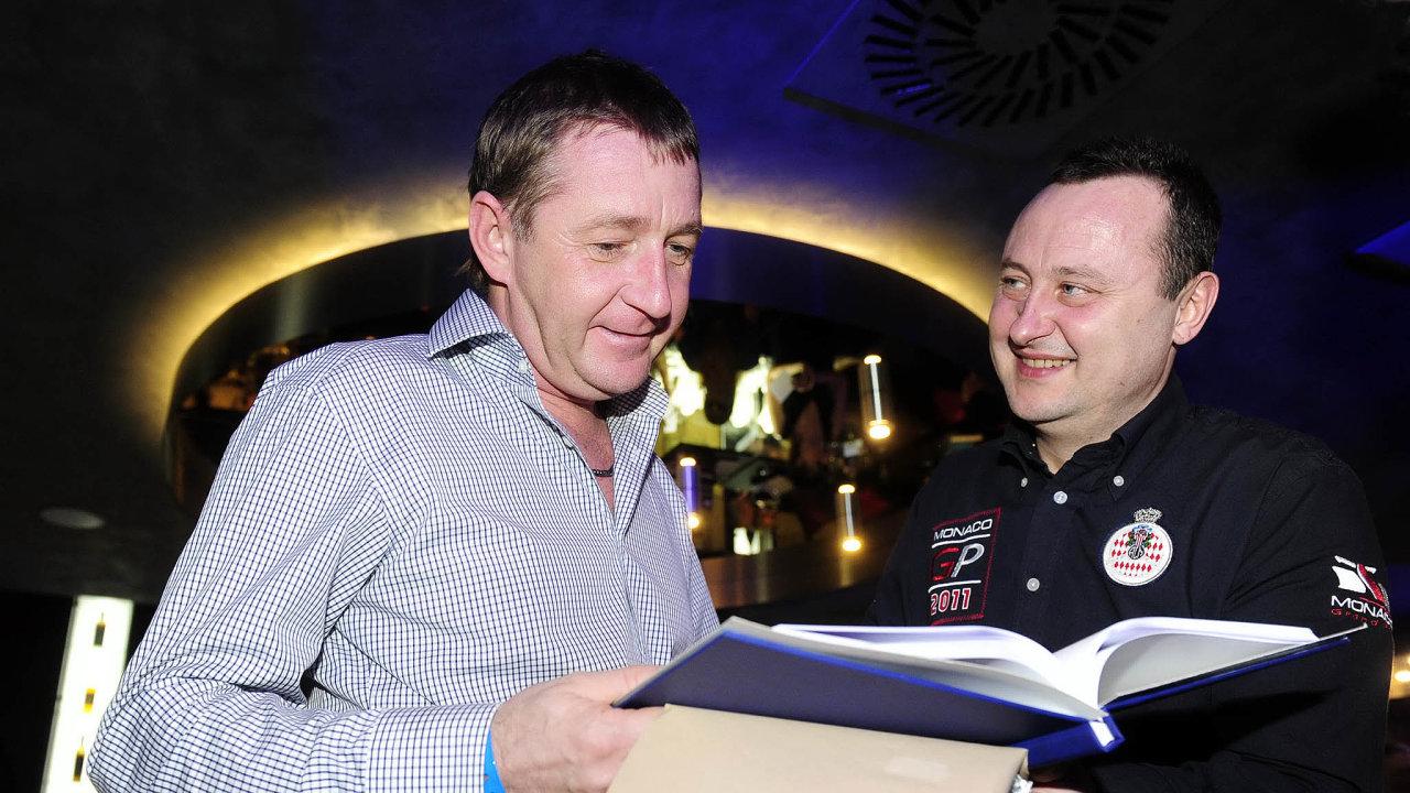 Když policie rozplétala jiný případ, v odposleších narazila na schůzku, při níž podnikatelé Roman Janoušek aTomáš Hrdlička (nafotce zroku 2012) probírají restituci pozemků po Bečvářovi.